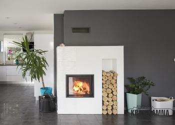 Moderní konvekční krb s topeništěm Sparherm Mini Sh s nikou na dřevo a velkoplošnou rohovou keramikou Hein