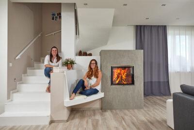 Akumulační kachlová kamna s topeništěm Ortner a KMS tahovým systémem Ortner, kachle Hein bílá lesk